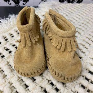 Like new Minnetonka child leather moccasins